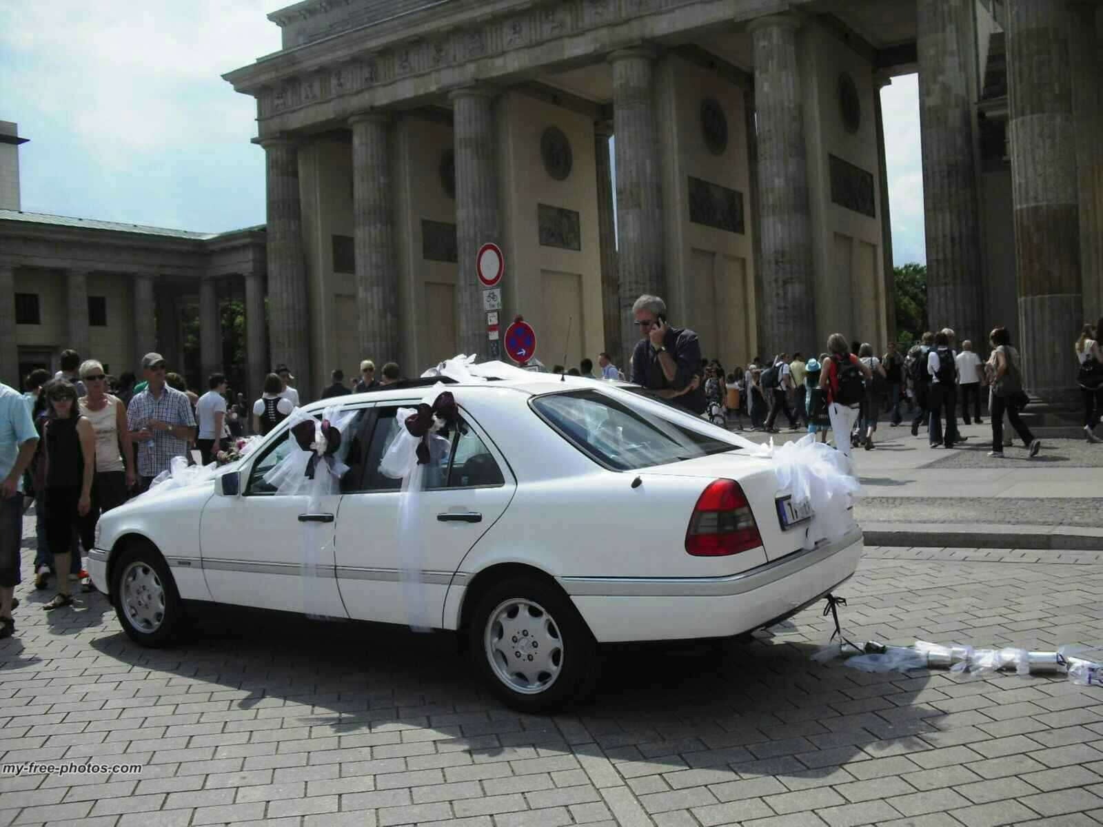 wedding at brandenburgertor