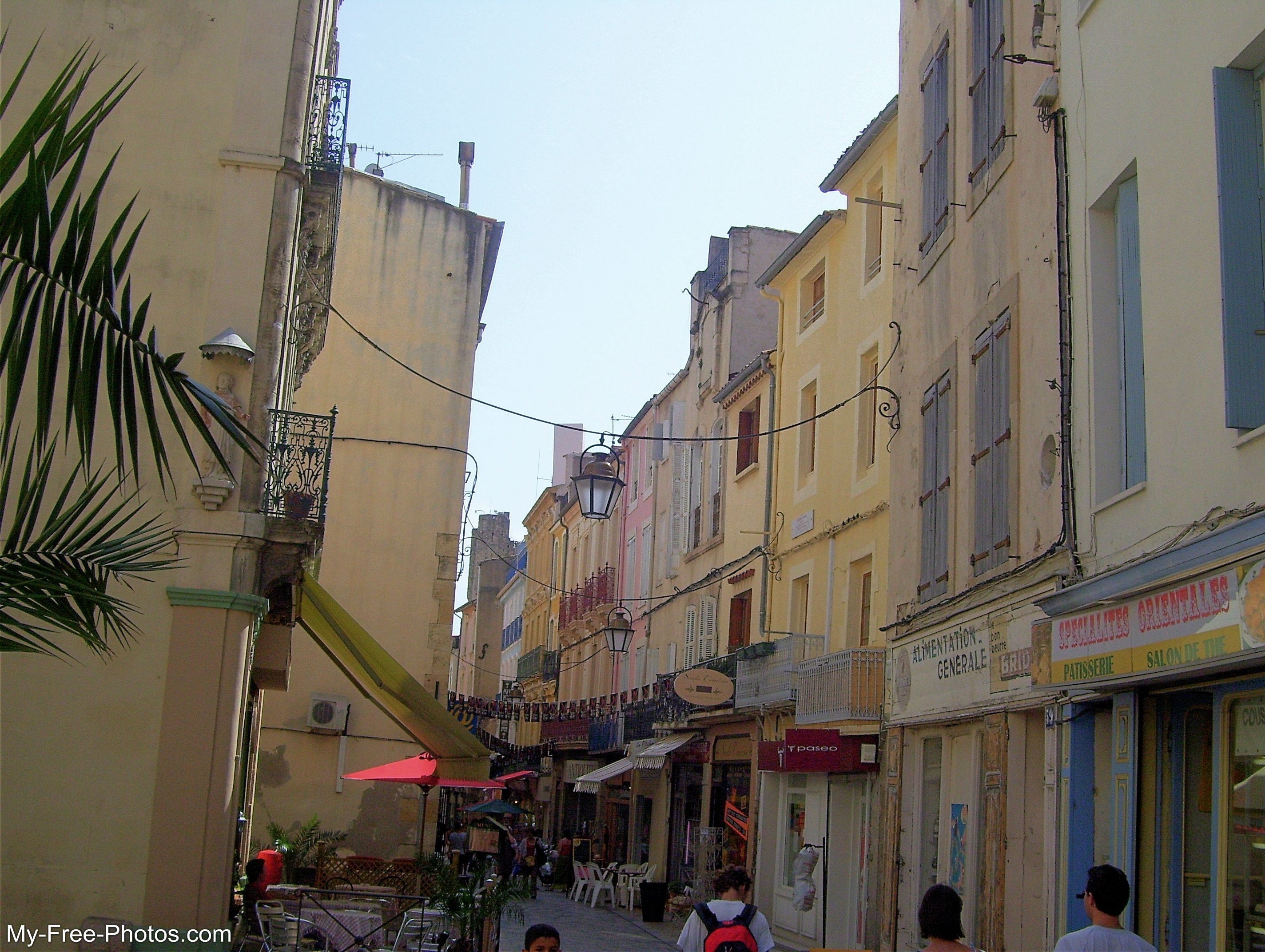 narrow street, Narbonne France