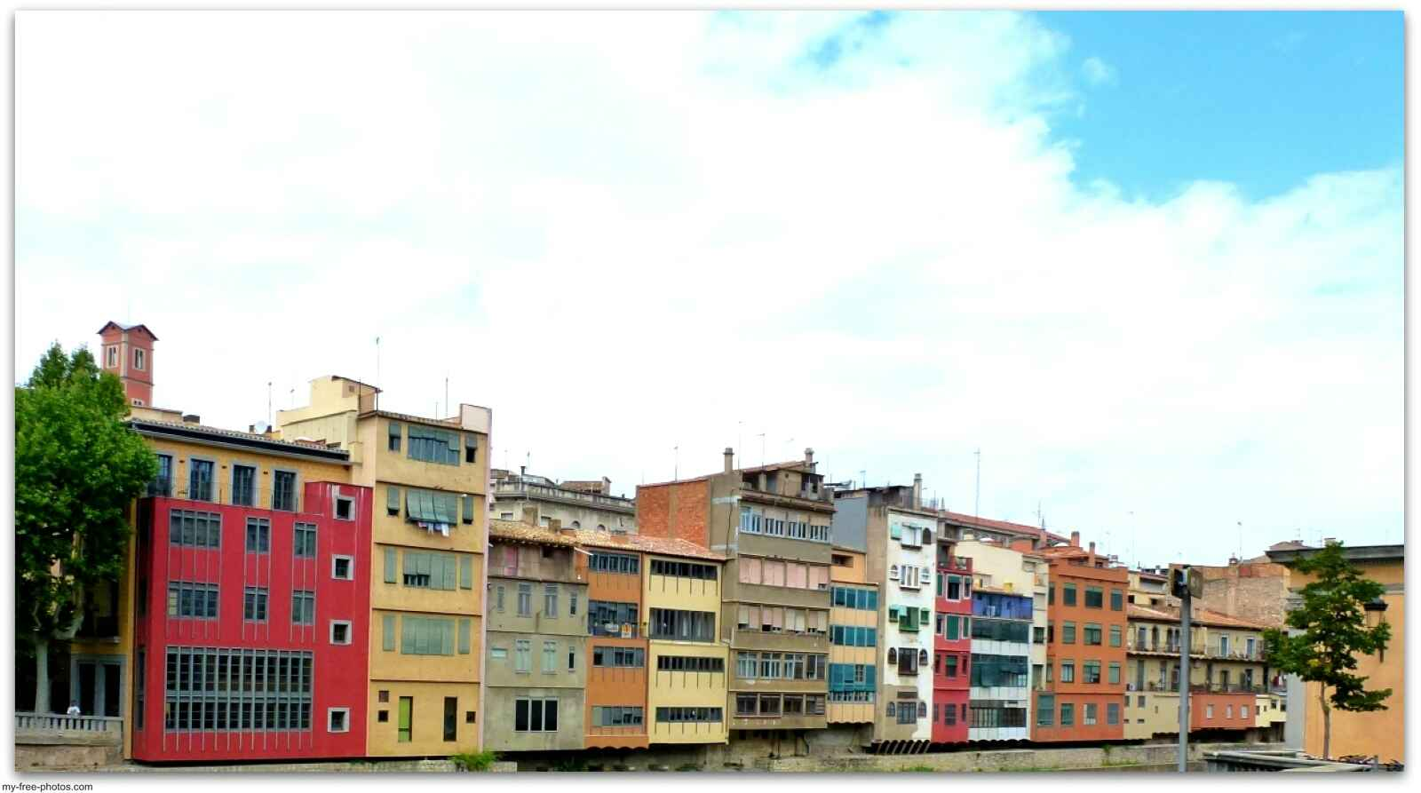 apartments by the river Onya,Spain